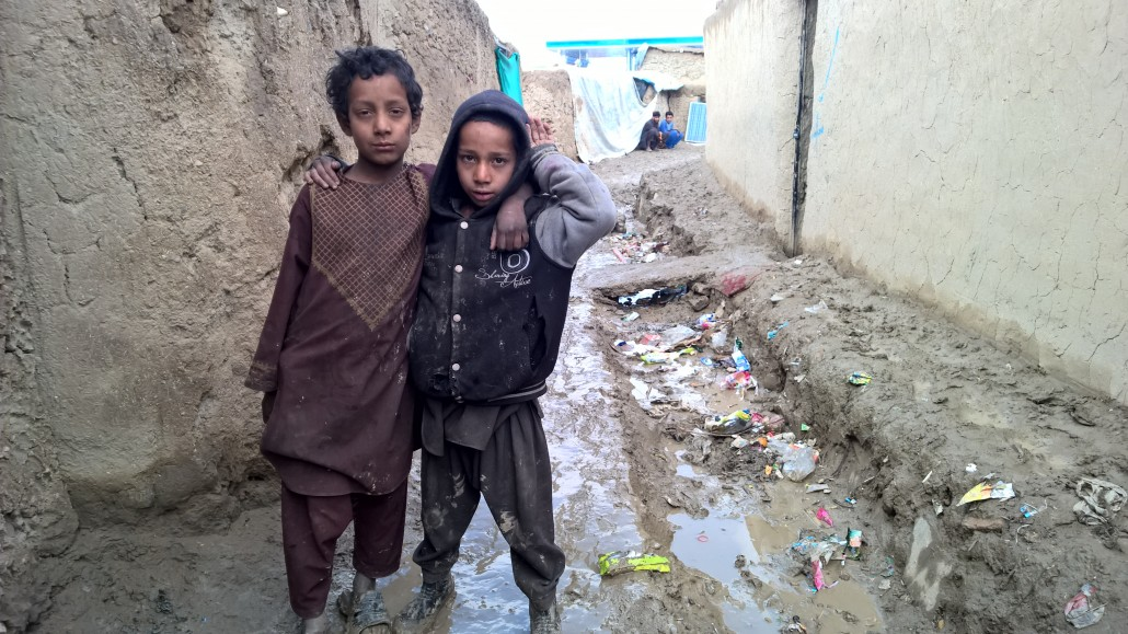 Qambar-kids-in-a-muddy-street